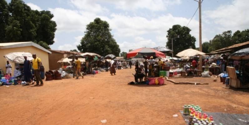 Les villages ivoiriens  situés à quelques encablures de la frontière avec le Burkina Faso, comme ici à Sikolo, sont convoités par des bandits. (DR)