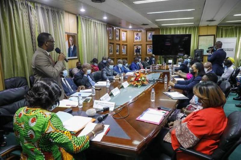 Séance de travail des éditeurs avec la ministre Mariatou Koné (DR)