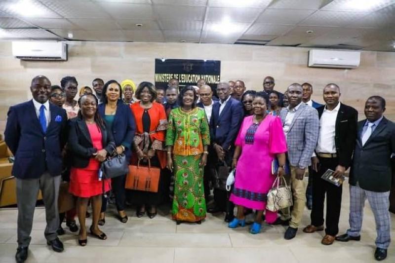 La ministre en charge de l'Education nationale et l'ensemble des éditeurs de Côte d'Ivoire (DR)
