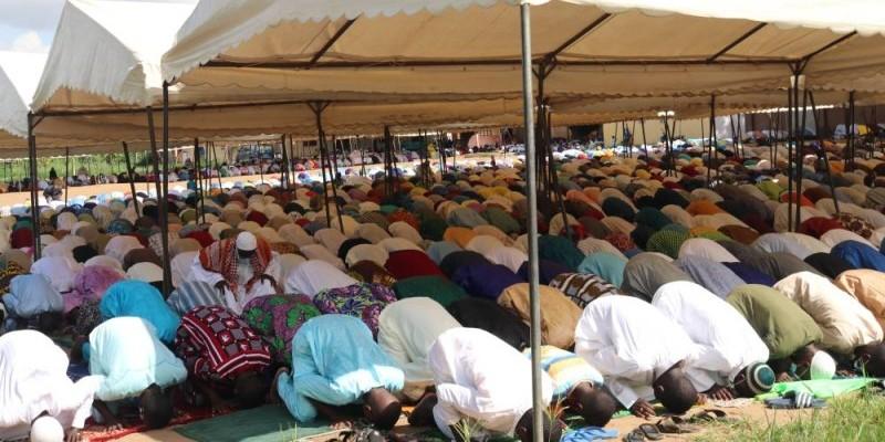 Des musulmans de Bingerville ont célébré le Ramadan en prières et dévotion. (Bavane)