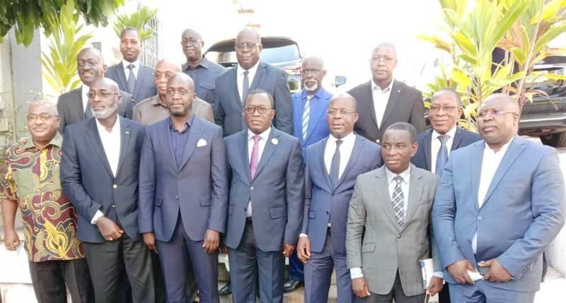 Le ministre de la Santé (3e à partir de la droite) a rencontré l'Uvicoci pour l'inviter à sensibiliser les populations à se faire vacciner contre le Covid-19. (Photo : Ange Kumassi)