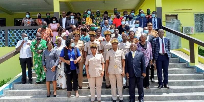 Les participants à la table ronde. En première ligne, les autorités déconcentrées et les responsables d'Alliance Ci. (DR)