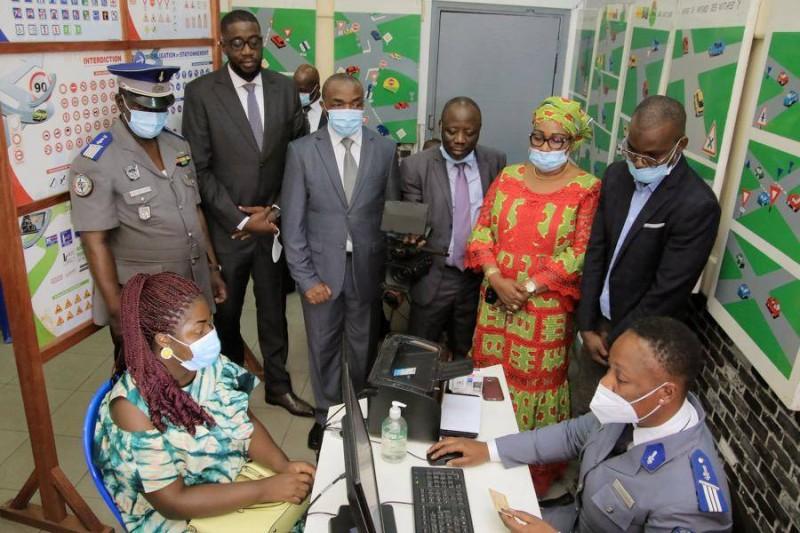 Les représentants du ministère des Transports ont assisté à un examen du code, sous la supervision d'un élément de la gendarmerie nationale. (DR)
