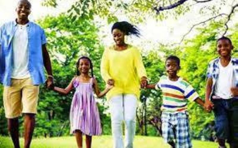 Une famille est un maillon essentiel de la société. (DR)