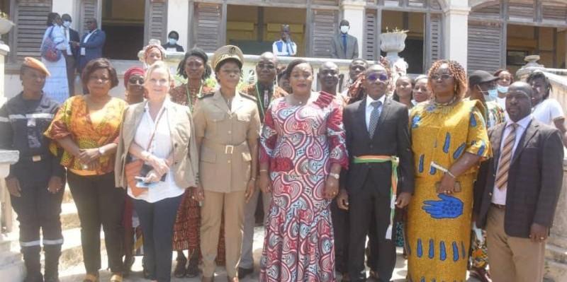 La ministre Harlette Badou N'Guessan (au centre) a fait l'état des lieux et dressé des perspectives de gestion pour la ville de Grand-Bassam. (Photo : DR)