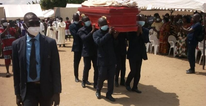 Sa Majesté N'Guessan Limbé II, Roi des Abouré Assiboklowé de Yaou, inhumé le vendredi 14 mai, à Bonoua. (Photo : AIP)