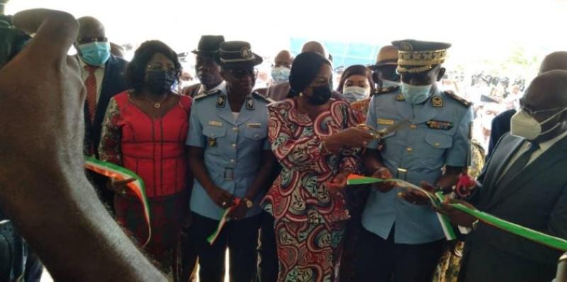 Le ministre d'État, Kandia Camara, inaugure le commissariat de police du 39è arrondissement d'Abobo Anonkoua-Kouté. (DR)