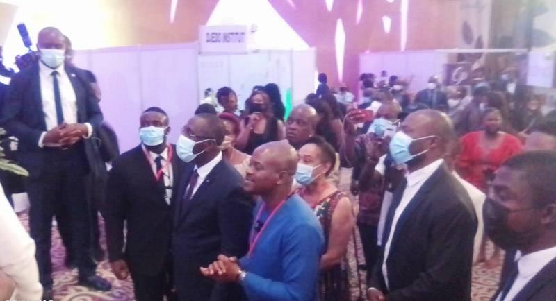 Le ministre du Commerce et de l'Industrie, Souleymane Diarrassouba, en compagnie de Fabrice Sawegnon, commissaire général du salon, a visité quelques stands. (DR)