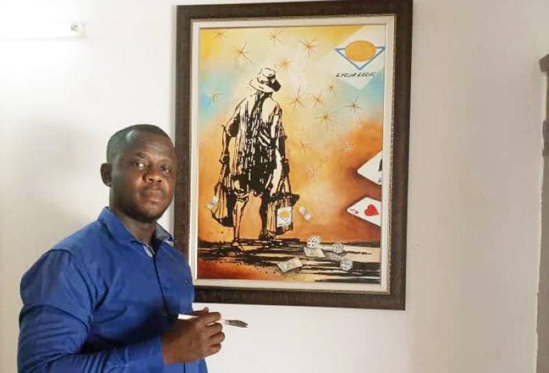 L'artiste Gonéti Gueu devant son œuvre. (DR)