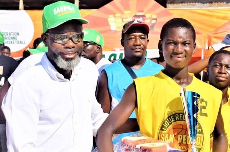 Le président Mahama Coulibaly (à gauche) est déterminé à faire revivre le basket-ball sur toute l'étendue du territoire national. (DR)