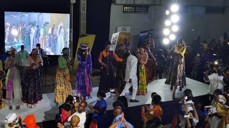 Pathé'O a présenté un défilé riche en couleurs. (DR)