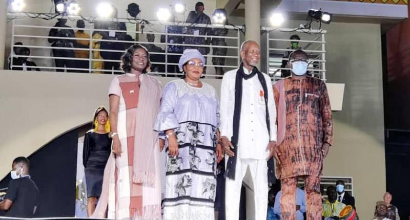 Pathé'O encadré par trois ministres a été élevé au rang d'Officier de l'Ordre national de Côte d'Ivoire. (DR)