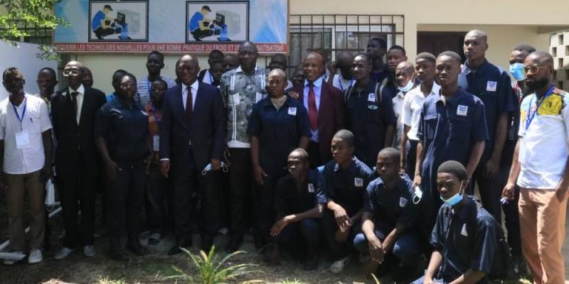 Le représentant du ministre Kouablan François (au centre) exhorte les techniciens à s'approprier ce renforcement de leurs capacités. (Photo : DR)