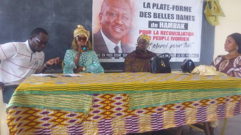 Mme Koné Sogbe Nadège, présidente de la plateforme (au micro) se félicité de ses ambitions (Bavane)