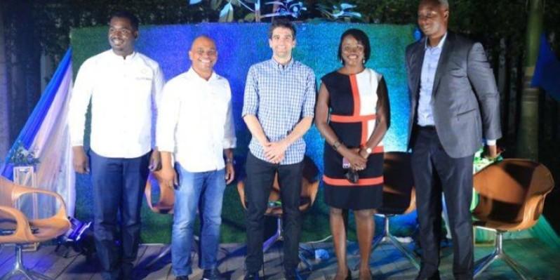 Daniel Ahouassa Drew Durbin et Coura Sene (2e, 3e et 4e à partir de la droite) se sont félicités de la vitesse à laquelle de nouvelles solutions apparaissent sur le continent africain. (DR)