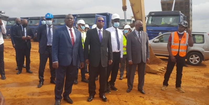 Le ministre Kouassi Adjoumani a constaté avec satisfaction l'avancée des travaux du chantier. (Photo : DR)
