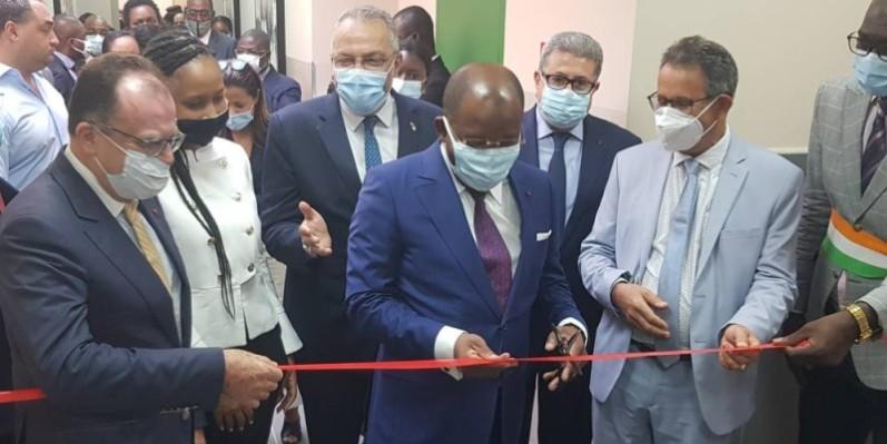 Le ministre du Tourisme et des Loisirs, Siandou Fofana (au centre) a mis en service l'infrastructure en présence du top management du groupe Yeshi. (DR)