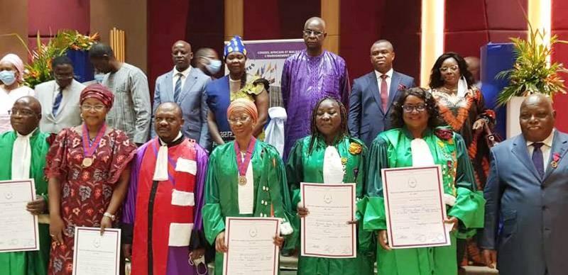 Pr Tidou Abiba Sanogo, présidente de l'UJLOG (2e à partir de la droite) a été élevée au grade de Chevalier dans l'Ordre du mérite de l'Ordre international des palmes académiques du Cames. (Photo : DR)