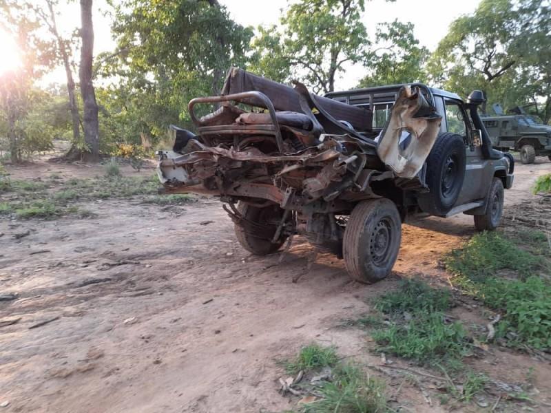 Le véhicule des militaires qui a sauté sur l'engin explosif (DR)