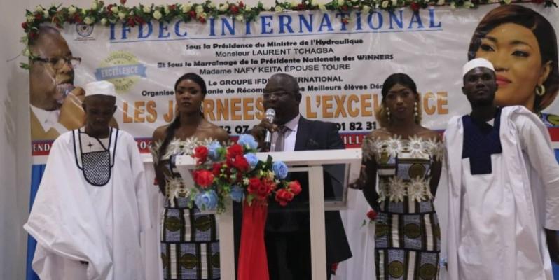 Le fondateur Moussa Dogoni saluant les efforts et le travail de ses élèves et étudiants (Bavane)