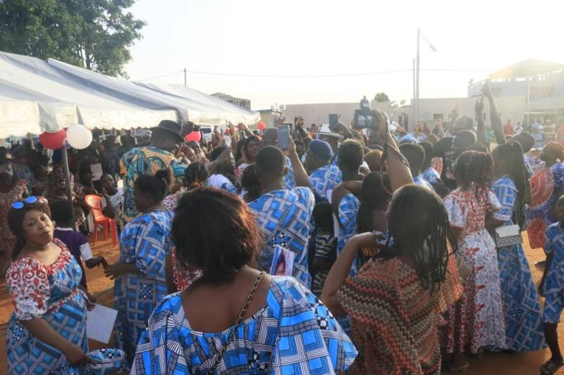 Les femmes ont dansé et chanté pour se célébrer. (Bavane)