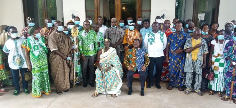 La délégation des Agni avec le président Bédié. (Photo : DR)