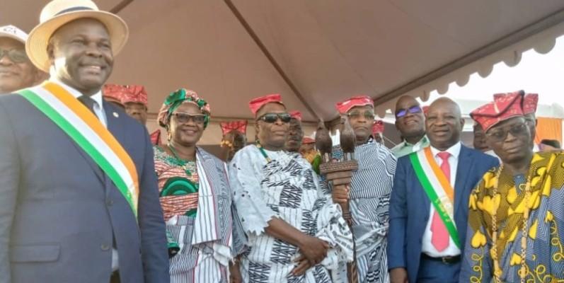 Les élus et le parrain Jacques Assahoré saluent les actions de développement du Chef de l'État dans la Marahoué. (Photo : DR)