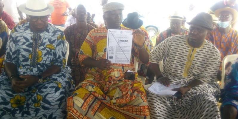 La grosse présentée par le chef du village d'Akouédo. (DR)