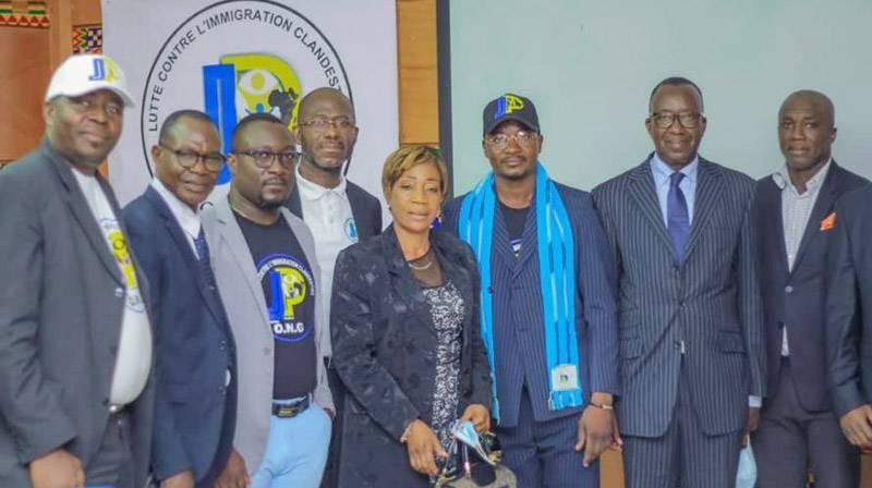 Quelques membres de l'Ong Jeunesse panafricaine ont immortalisé la rencontre par une photo de famille. (DR)
