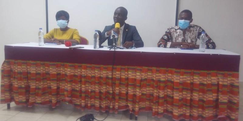 Le coordonnateur de Indigo Côte d'Ivoire (au centre) invité à la responsabilité de chaque citoyen à éviter les discours de haine (Bavane)