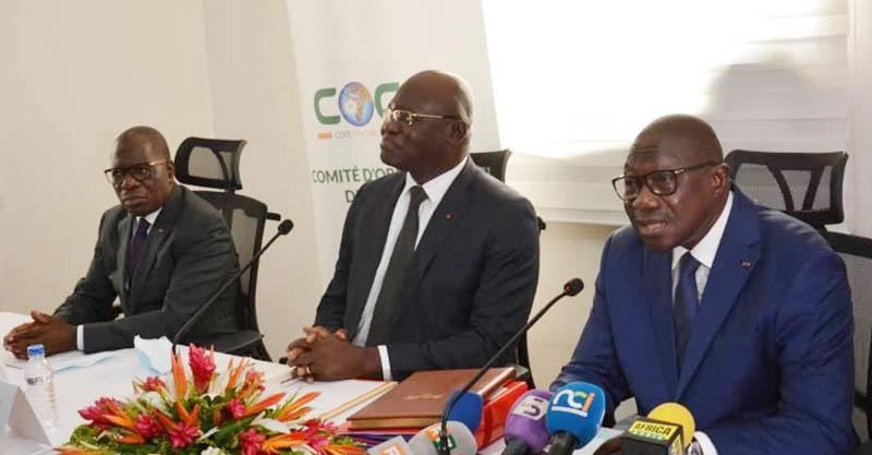 De gauche à droite : Lambert Feh Kessé (ex-président du Cocan 2023), Emmanuel Ahoutou (directeur de cabinet du Premier ministre) et François Albert Amichia (nouveau président du Cocan 2023). (Photo : DR)