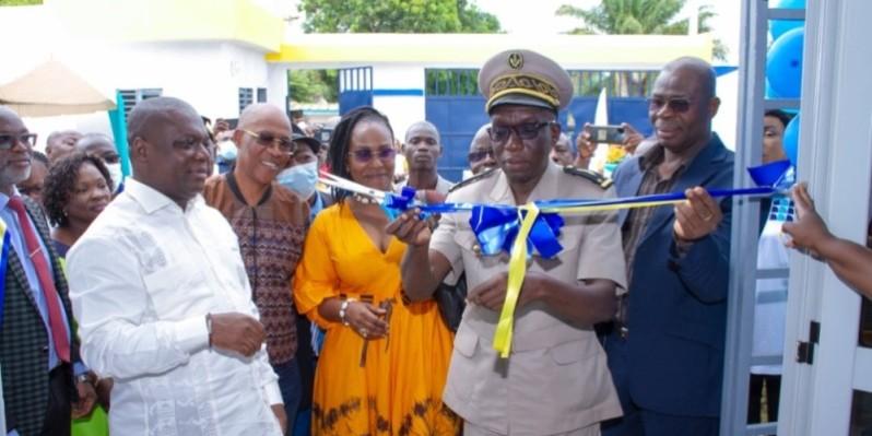 Le secrétaire général de la préfecture de Bouaké, Francis Katou Boni, a coupé le ruban symbolique du nouveau siège. (Photo : DR)