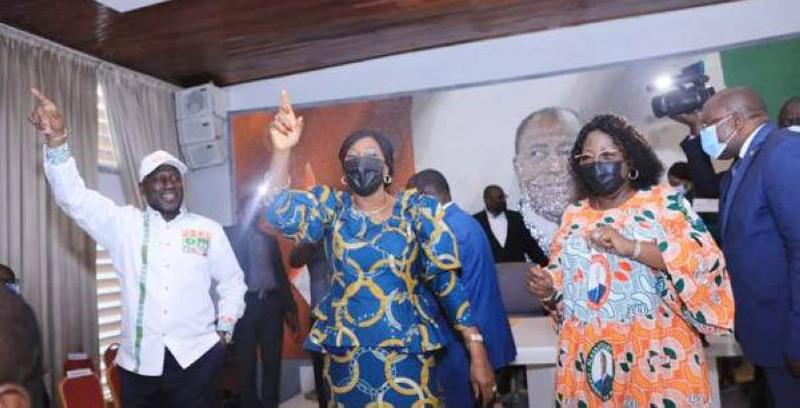 La ministre d'Etat Kandia Camara (au milieu) désignée candidate par la direction du RHDP pour l'élection partielle à la mairie d'Abobo. (DR)