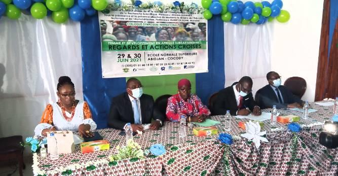 Les officiels de la rencontre ont tous insisté sur la nécessité d'intégrer les femmes aux politiques de développement. (DR)
