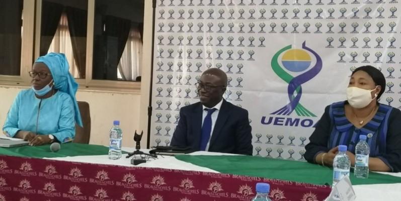 Le secrétaire général de l'Uemoa (au centre), Augustin Ahio Niango, s'est réjoui de cet atelier qui vise à éclairer les journalistes sur les chantiers de l'Union. (Photo : DR)