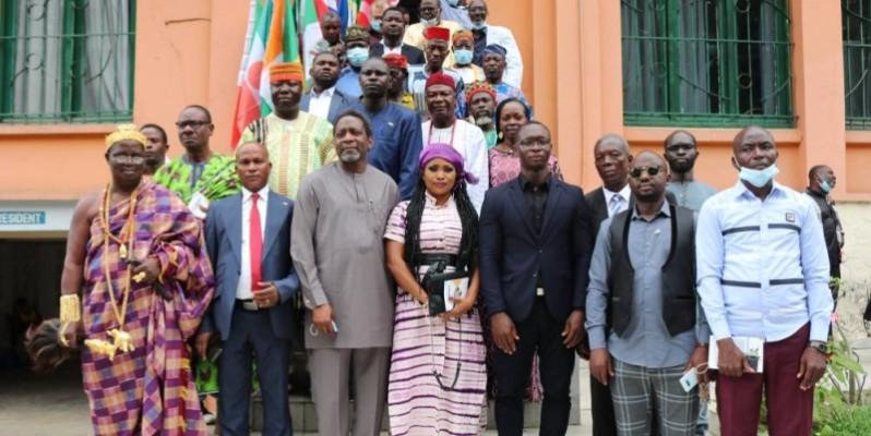 La photo de Famille à l'issue de la conférence de presse. (DR)