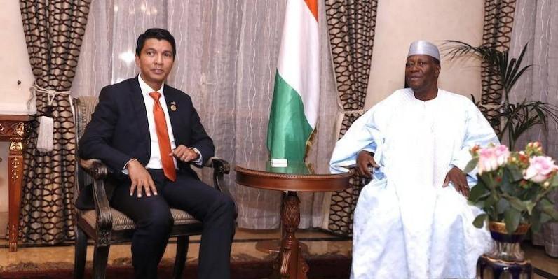 Le Président malgache (à gauche) aura des échanges avec ses homologues, notamment le Président Ouattara (à droite). (Dr)
