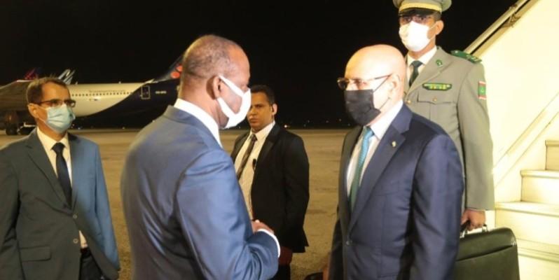 Le Président de la Mauritanie et les autres Chefs d'Etat, arrivés mercredi à Abidjan, ont été accueillis par le ministre Ally Coulibaly, au nom du Président Ouattara. (Photo : Sébastien Kouassi)