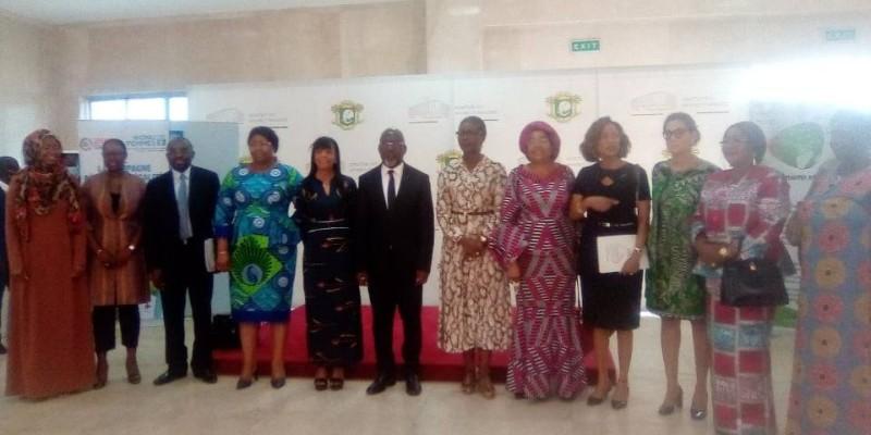Le ministre Alcide Djédjé et les autres invités de marque se sont prêtés à une photo de famille à l'issue de la cérémonie d'ouverture. (Photo : DR)