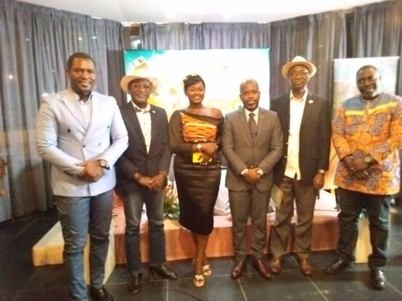 Maimuna Coulibaly (la seule femme) et les panélistes heureux de la tenur de cette première édition de l'Apero tourisme 225 (Bavane)