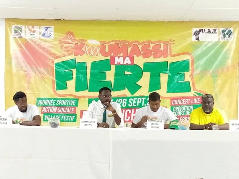Koffi Benoit, commissaire général du festival (micro en main) a défini les motivations et les grandes lignes de ce rendez-vous. (DR)