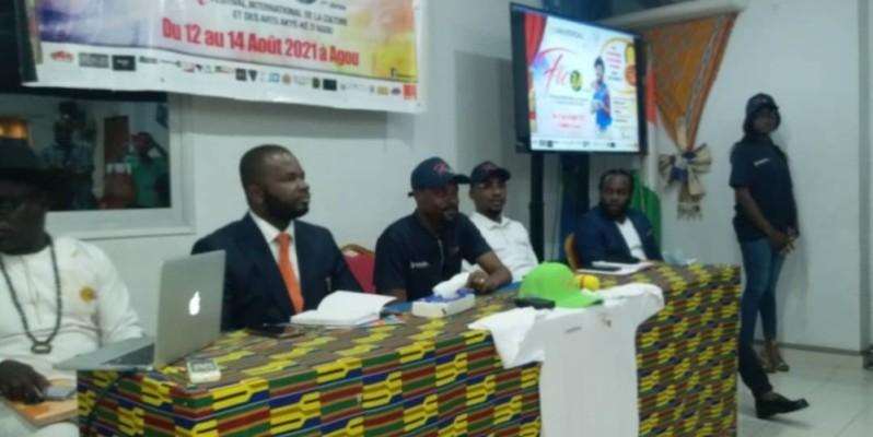 Le commissaire général Aboké Guyzo (au micro) a lancé un appel à la mobilisation de tous pour le succès du festival. (DR)