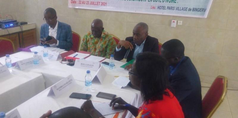 Le président de la Confédération Dignité, Boga Dago, procédant à l'ouverture du séminaire. (DR)