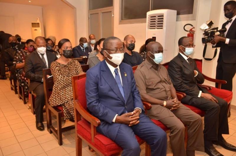 Le président du Sénat, Jeannot Ahoussou-Kouadio et certains de ses pairs ont assisté à l'arrivée de la dépouille du sénateur Charles Gomis.