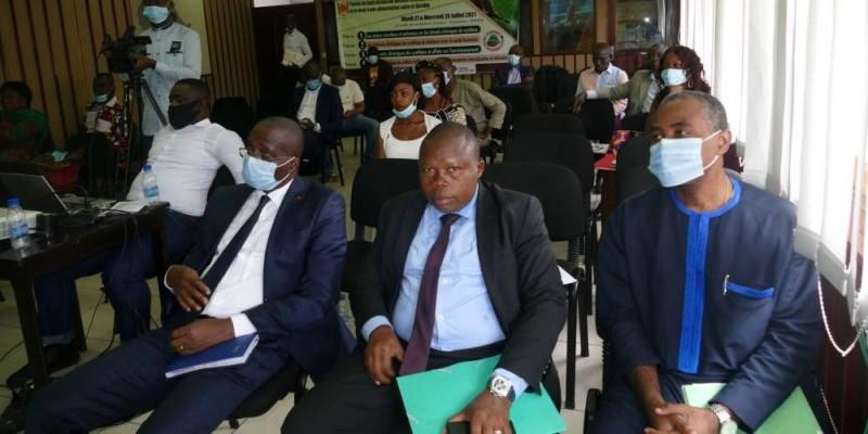 Les participants en salle de conférences. (DR)