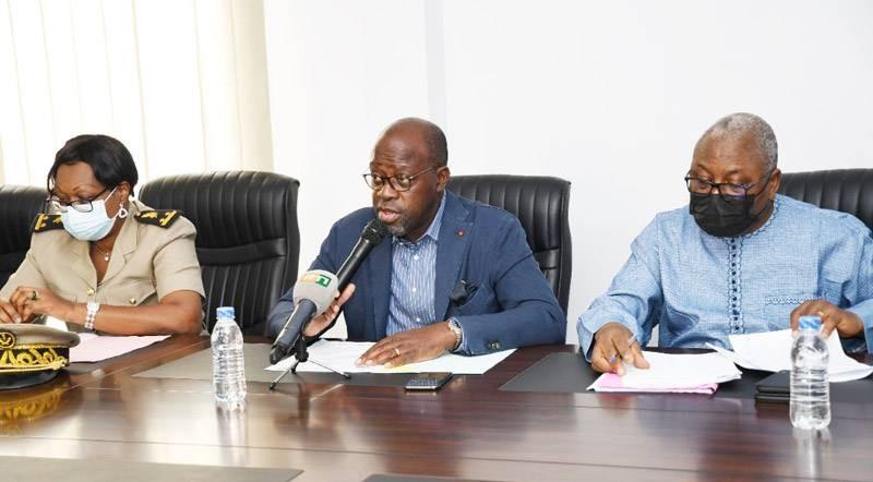 Le Conseil régional de la Nawa s'est réuni en sa 2e session ordinaire de l'année, présidée par son président Alain-Richard Donwahi (au centre). (Dr).