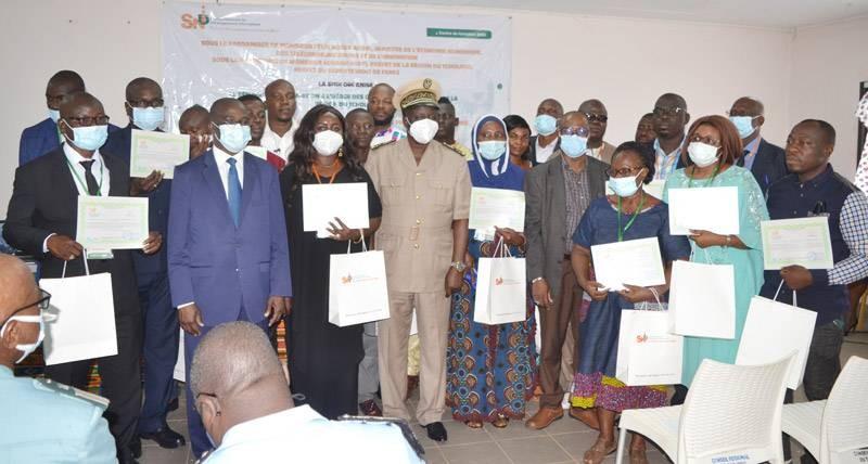 C'est dans une belle ambiance que les formés ont reçu leurs attestations lors de la cérémonie de clôture. (DR)