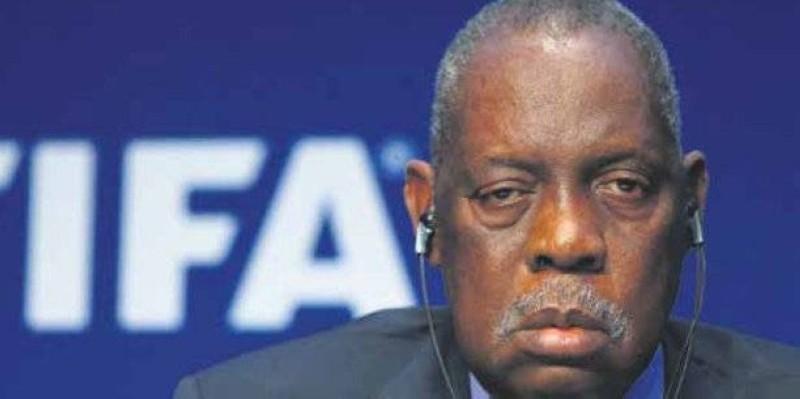 Issa Hayatou âgé de 74 ans condamné par la Fifa. (DR)