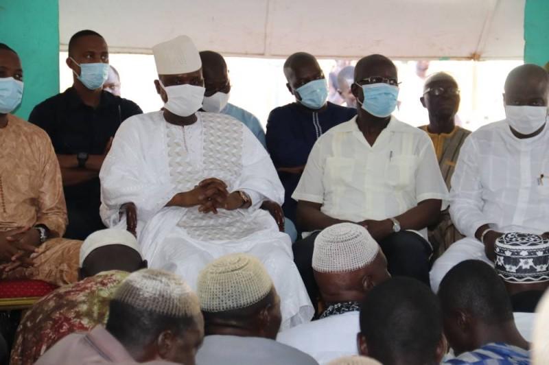 Amadou Soumahoro et les gardiens de la tradition ont échangé sur l'organisation de la cérémonie d'hommage.