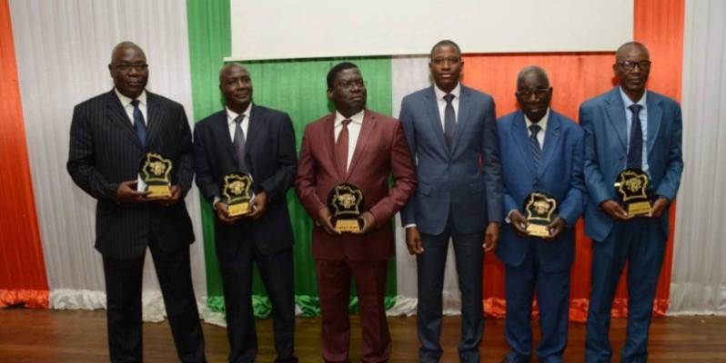 Le directeur de Cabinet (3 à partir de la droite) a invité les plus anciens à transmettre les valeurs acquises aux plus jeunes. (DR)